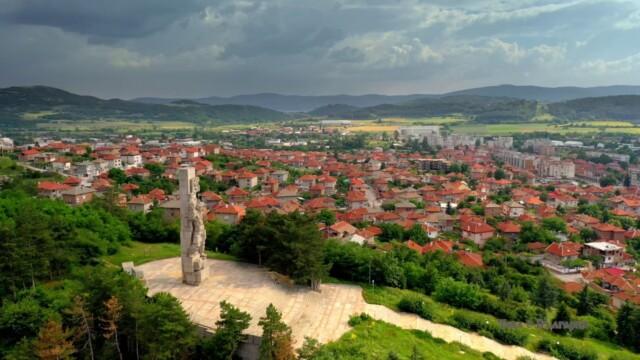 Мемориален комплекс Априлци, Панагюрище -  Това е България