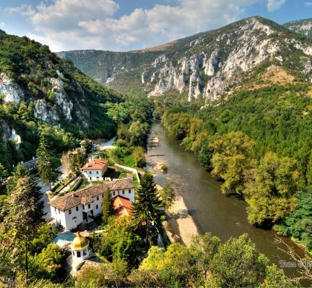 Панорама към река Искър и Черепишкия манастир -  Това е България