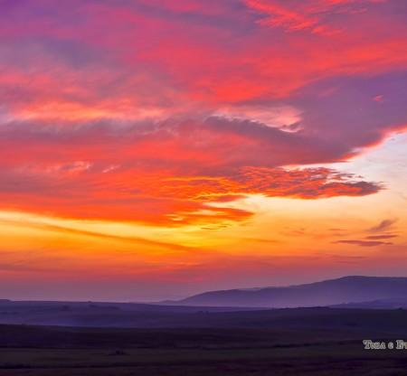 Изгрев над Лудогорието -  Това е България