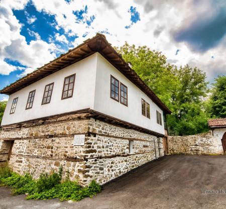 Класното улицище – село Видраре -  Това е България