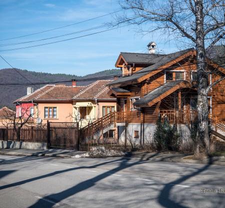 По улиците на Правец -  Това е България