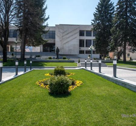 Читалището и Историческия музей – Правец -  Това е България