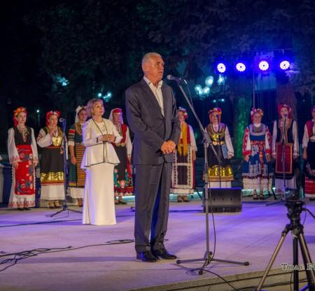 Традиционен празник на площада в Правец -  Това е България