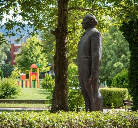 Паметник на Тодор Живков – Правец -  Това е България