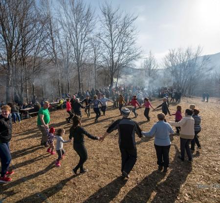 Зимен празник в местността Камичето, Правец -  Това е България
