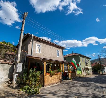 Село Правешка Лакавица -  Това е България