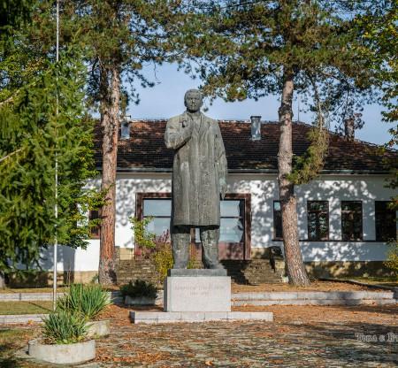 Паметник на Димитър Грънчаров, село Равнище -  Това е България