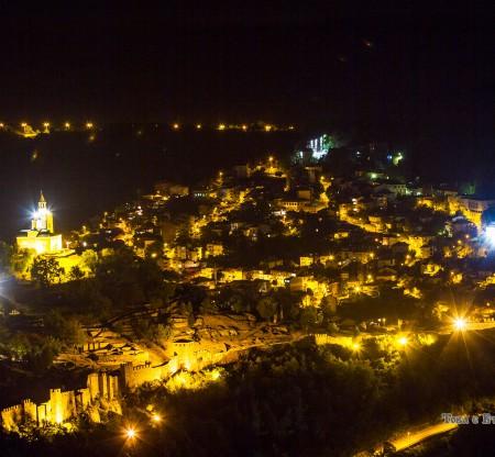 Велико Търново през нощта -  Това е България