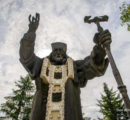 Паметник на Свети Софроний Врачански -  Това е България