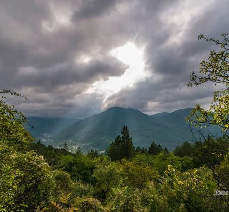 Изглед над село Желен -  Това е България
