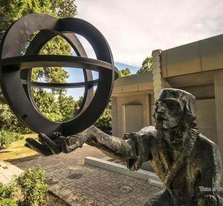 Паметник на Николай Коперник, Планетариум – Варна -  Това е България