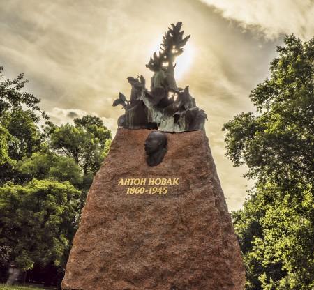 Паметник на Антон Новак – Варна -  Това е България