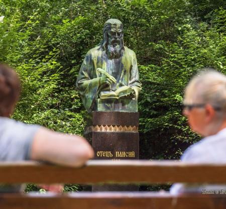 Паметник на отец Паисий – Варна -  Това е България