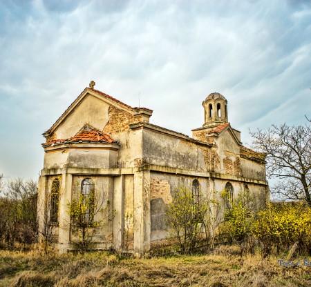 Разрушен храм в Лудогорието -  Това е България