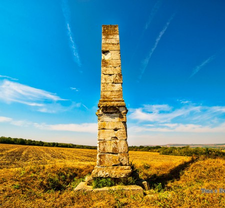 Римски надгробен обелиск – село Лесичери -  Това е България