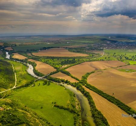 Река Янтра от птичи поглед -  Това е България