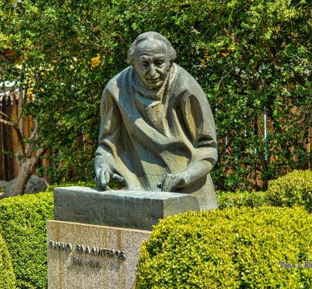 Паметник на Панчо Владигеров – Шумен -  Това е България