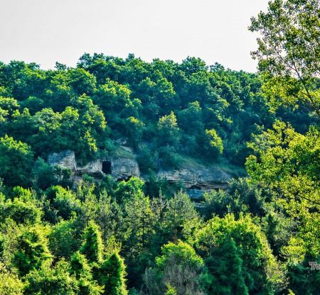 Алботински скален манастир -  Това е България