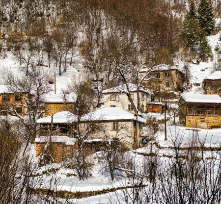 Роподски зимни къщи -  Това е България