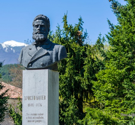 Паметник на Христо Ботев в град Гоце Делчев -  Това е България