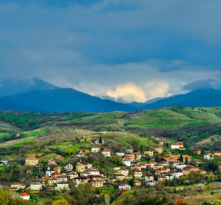 Пролетен пейзаж над Пирин -  Това е България