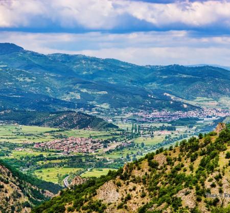 Панорама към долината на Симитли -  Това е България