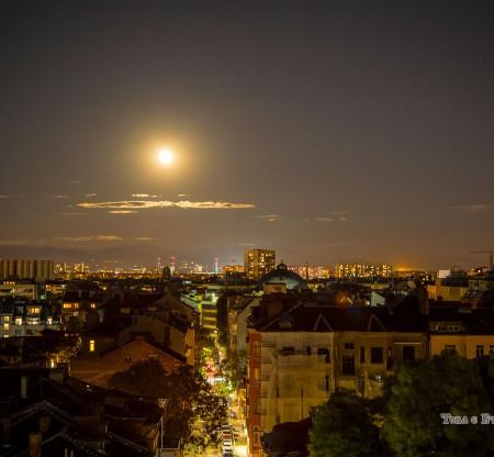 Лунен изгрев над София -  Това е България