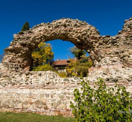 Крепостните стени на Диоклецианопол – Хисаря -  Това е България