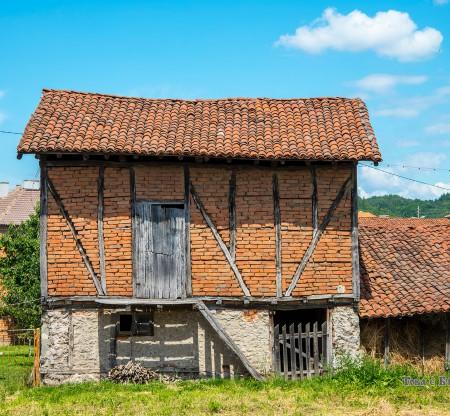 Стари къщи из Панагюрско -  Това е България