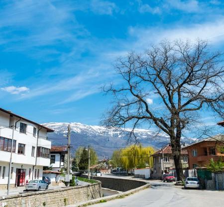 Изглед от град Пирдоп -  Това е България
