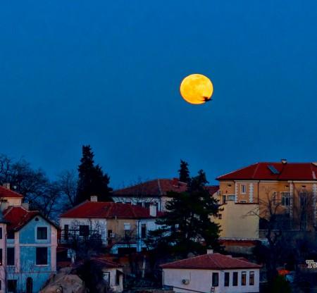 Изгрев  на луната над Стария град – Пловдив -  Това е България
